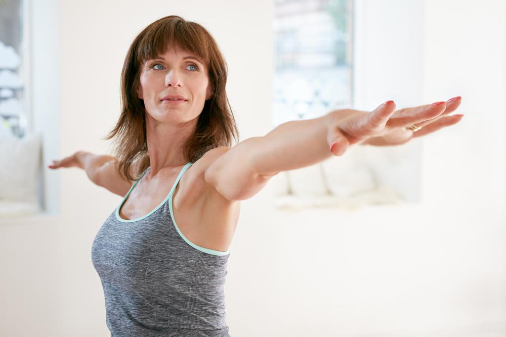 Une femme de 55 ans ne peut pas perdre de poids enveloppe corporelle minceur graisse du ventre