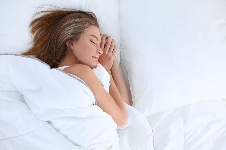 dormir tôt vous aide-t-il à perdre du poids