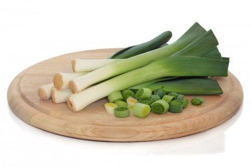 Un remède aux poireaux pour dépurer votre organisme et perdre du poids